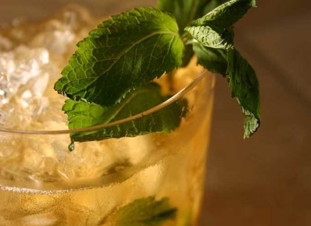 The 21 Year Old Bartender: Drinks with 4 Ingredients or Less