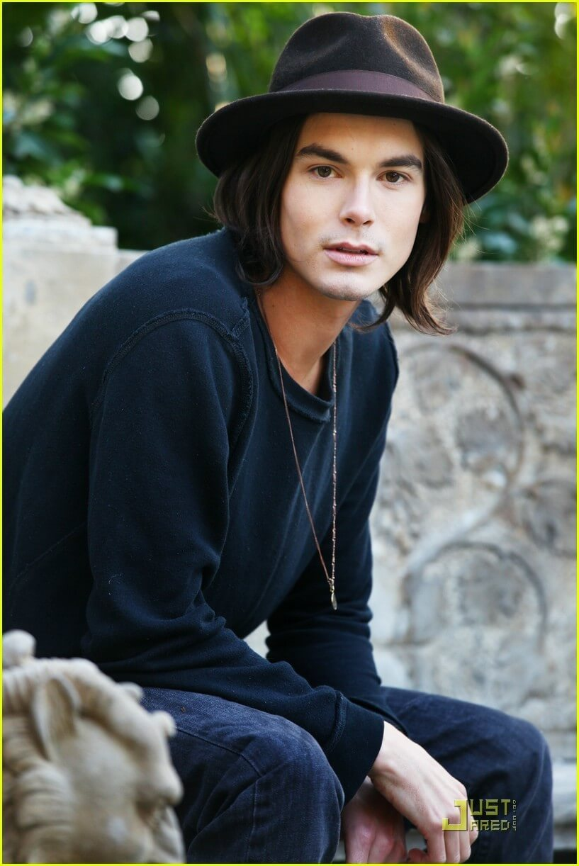 Tyler-blackburn-aka-caleb-hanna-and-caleb-19858456-817-1222