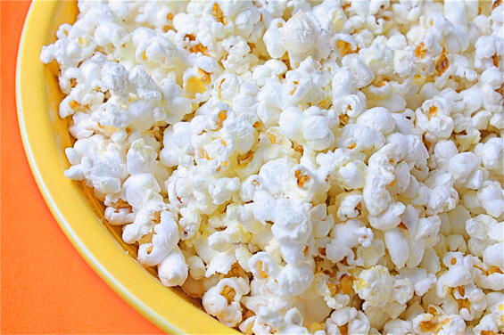 https://upload.wikimedia.org/wikipedia/commons/d/d4/Parmesan-popcorn.jpg