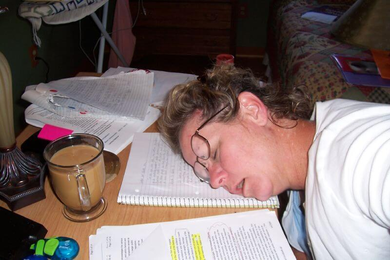 cramming sleep and study time The people in the study also completed sleep diaries and were monitored through surveys for the development of depression symptoms over the course of two years time health newsletter.