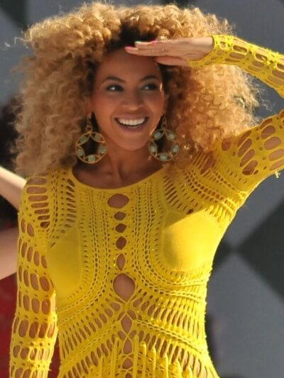 https://upload.wikimedia.org/wikipedia/commons/a/ab/Beyonc%C3%A9_Knowles_GMA_Run_the_World_cropped.jpg