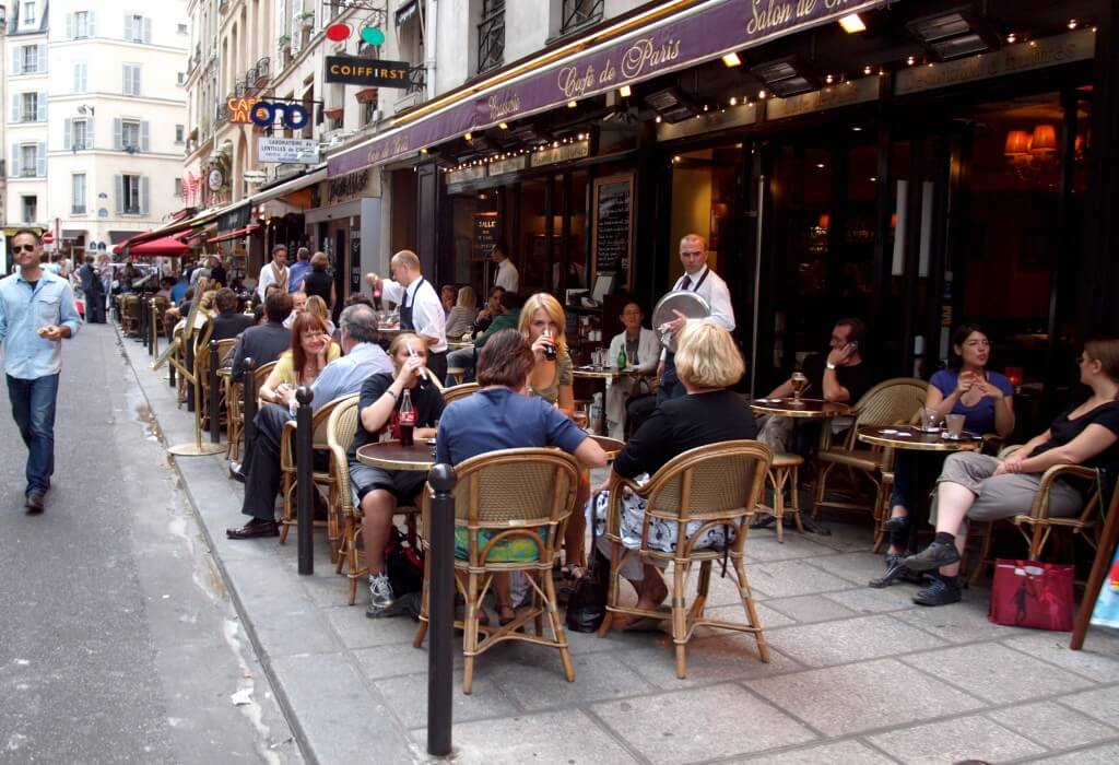 https://upload.wikimedia.org/wikipedia/commons/6/67/Terrace_cafe,_Rue_de_Buci,_Paris_July_2010.jpg