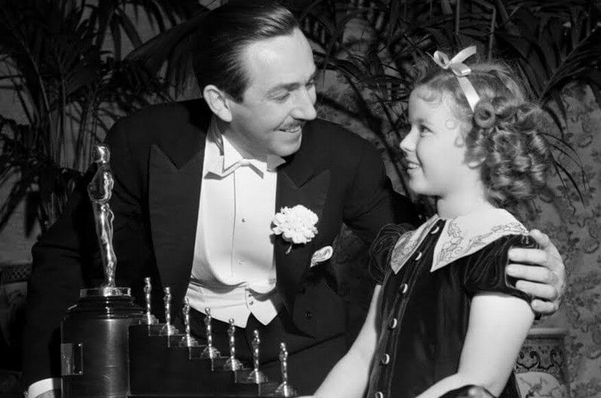 Shirley Temple presents Disney with his honorary Oscar for Snow White. moviepilot.com