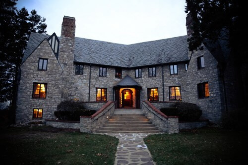 http://onwardstate.com/2013/12/04/os-cribs-fraternity-edition-chi-phi/