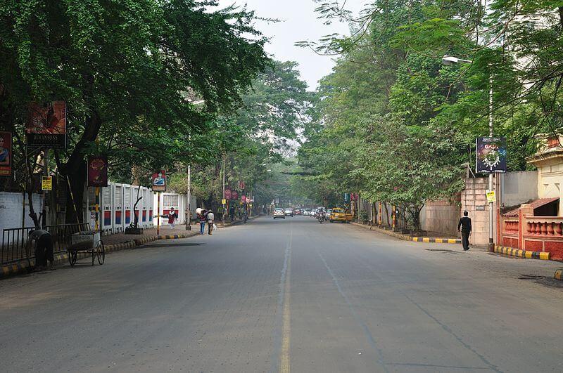 800px-Gurusaday_Dutta_Road_-_Kolkata_2012-01-11_7903