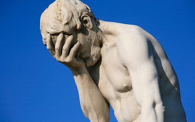 640px-paris_tuileries_garden_facepalm_statue-1-640x400