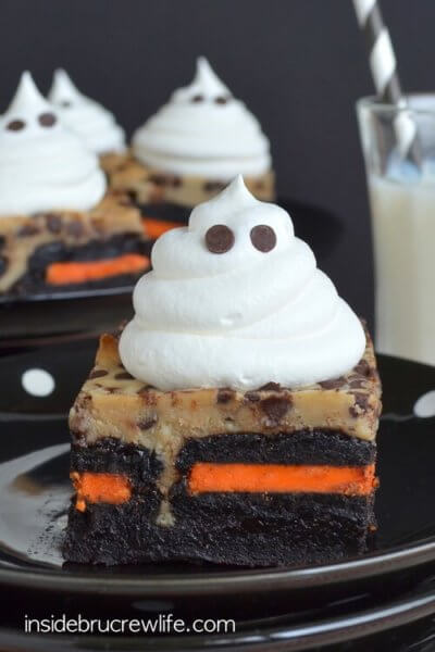 halloween-dessert-coffee-cheesecake-oreo-ghost-brownies