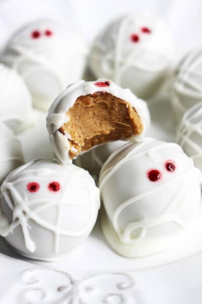 halloween-dessert-pumpkin-truffle-mummies