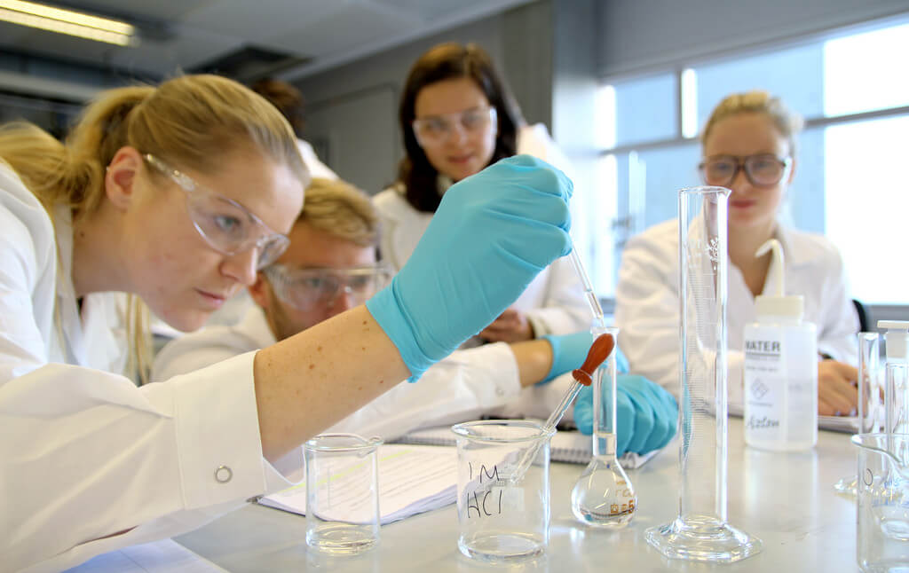 5 ways to survive intro chemistry labs and even enjoy it