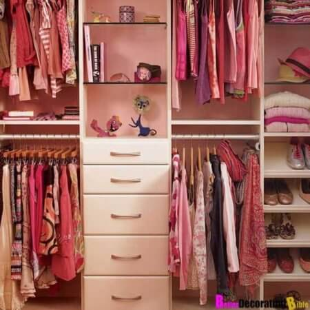 Snoop through her closet to find out what your girlfriend wants