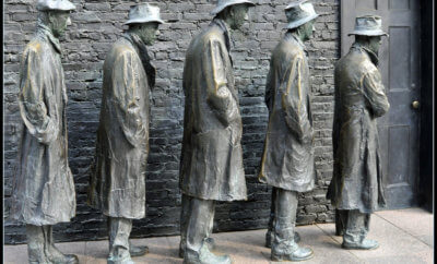 statues of soldiers from World War II