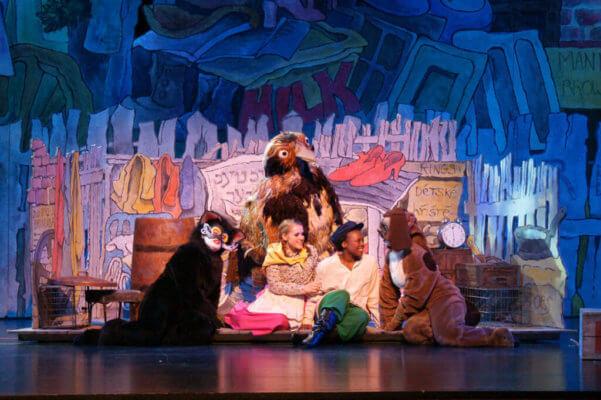 Theatre Experiences: Teaching children theatre