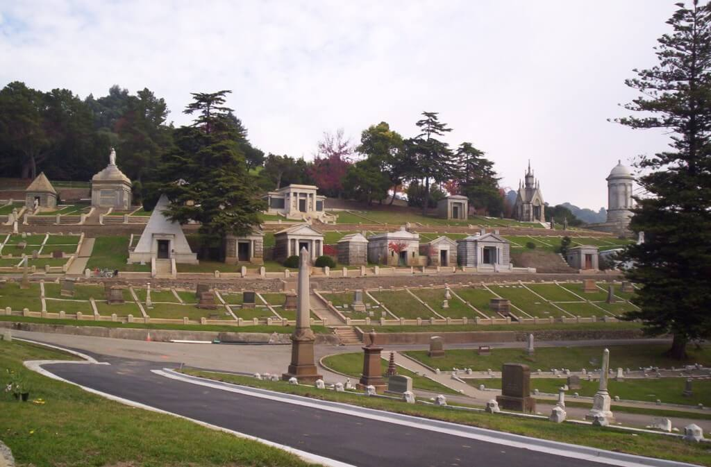 cemetery things to do in oakland