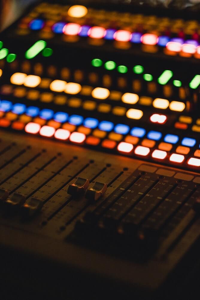 radio broadcaster dials