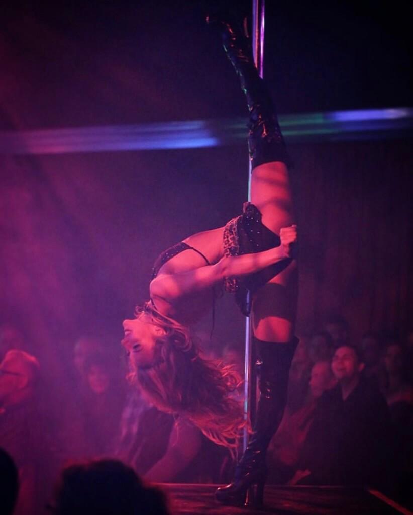 x burlesque show