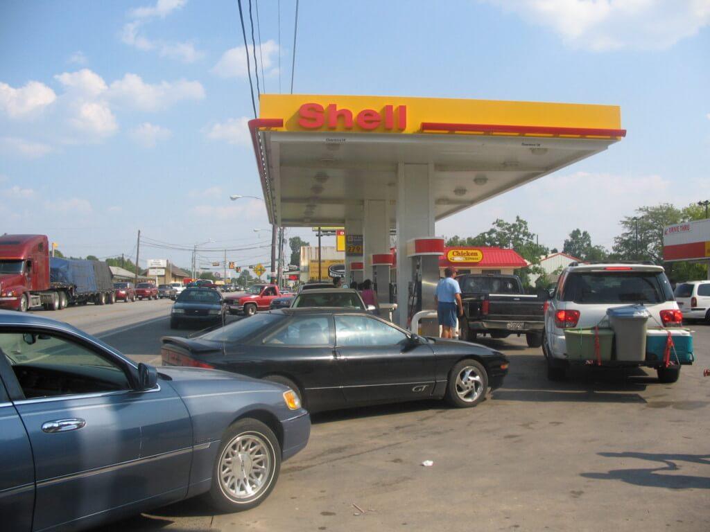 filling up car for hurricane