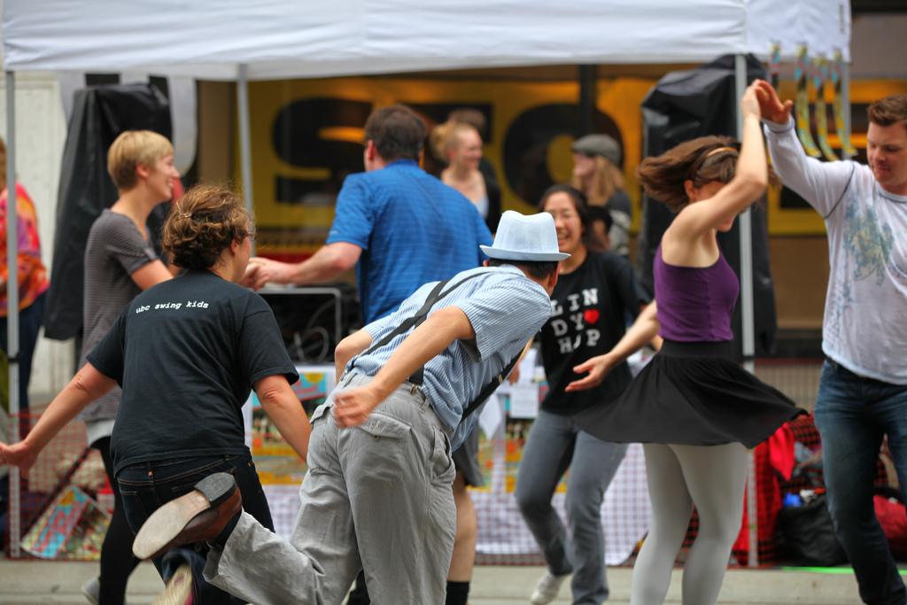 people swing dancing