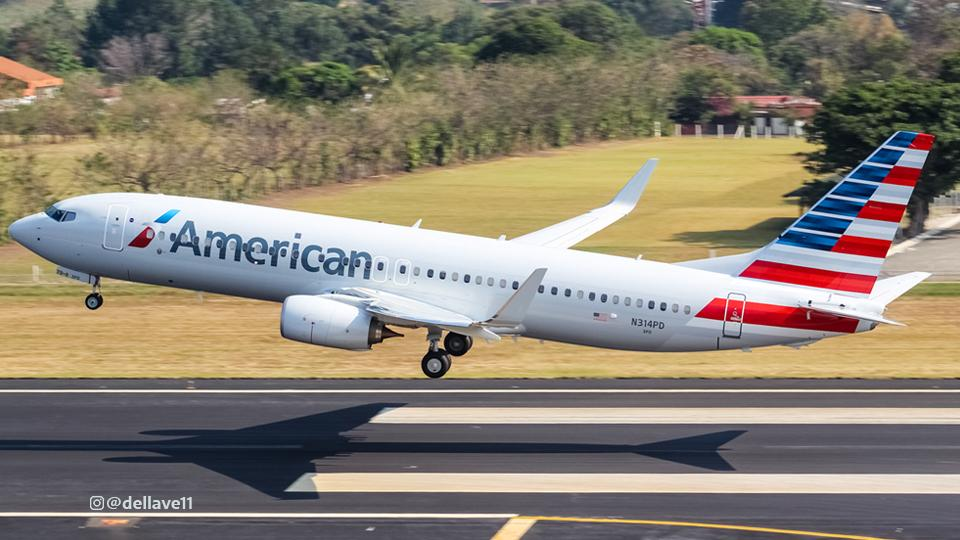 american airlines student discount plane taking off