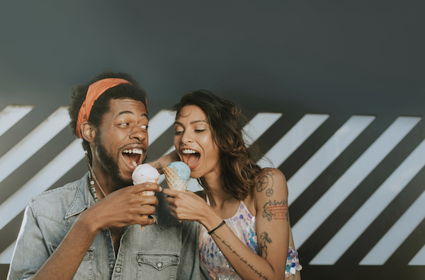 Man and woman sharing icecream dating in college
