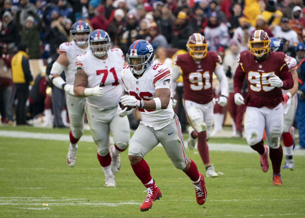 picture of Saquon running/