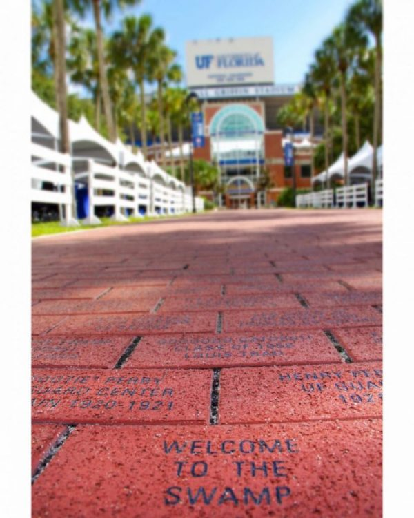university ave welcome to the swamp university of florida tailgating