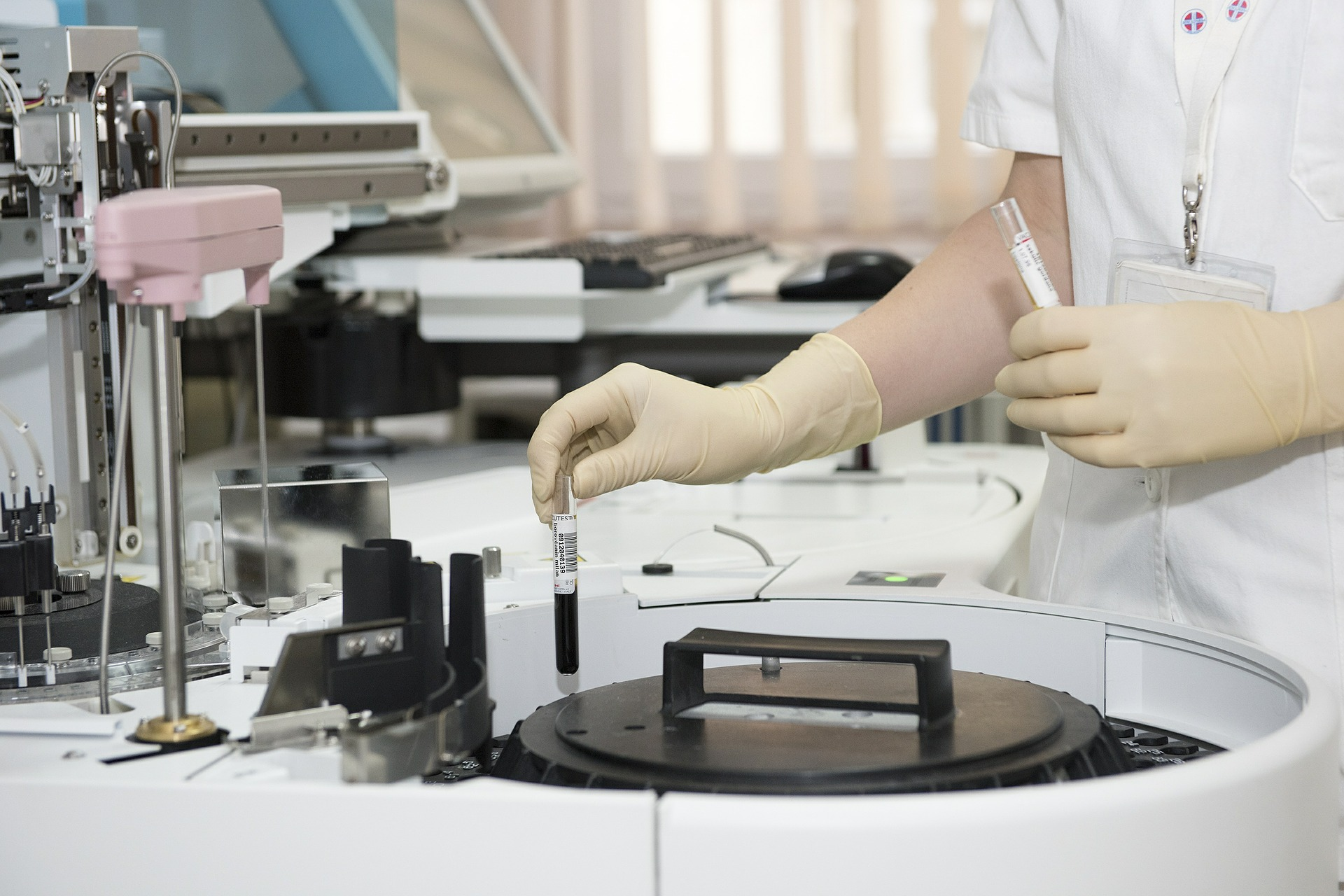 lab worker extracurriculars for med school