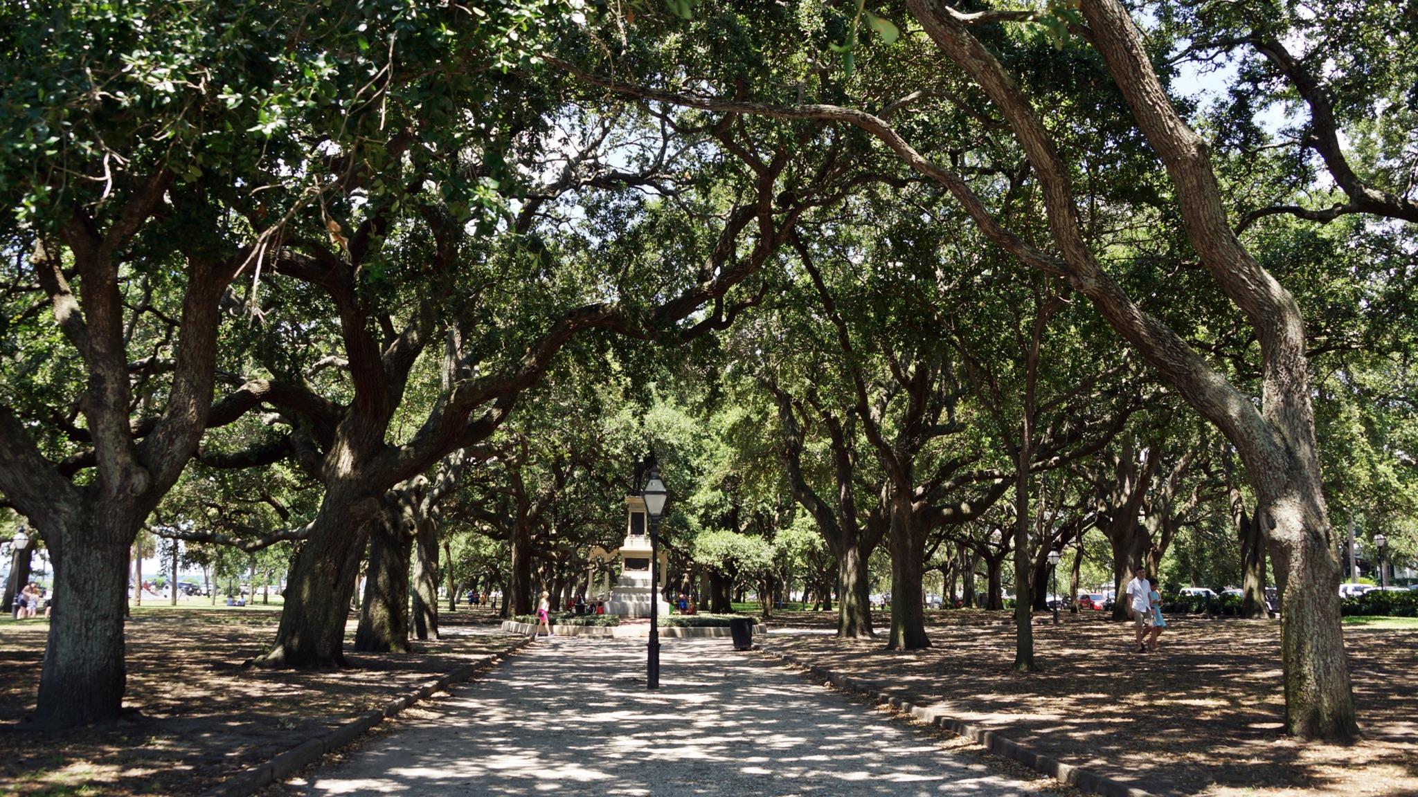 Walkway in Charleston, South Carolina's battery park