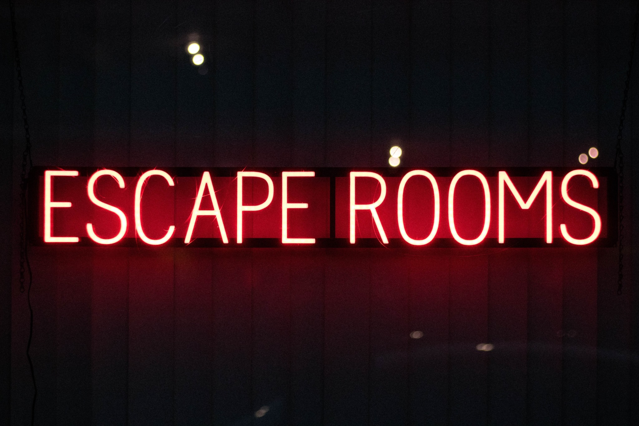 """Red """"escape rooms"""" neon sign."""